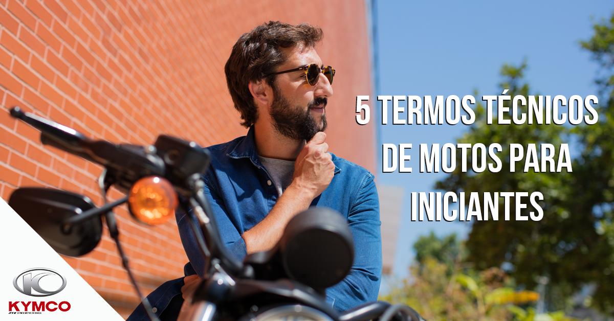 Rapaz em sua scooter junto com o texto 5 termos tecnicos de motos para iniciantes