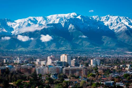 foto da cidade de santiago no chile onde é possivel chegar com o scooter da Kymco