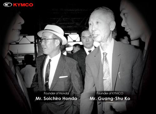 foto com o fundador da honda e o fundador da kymco